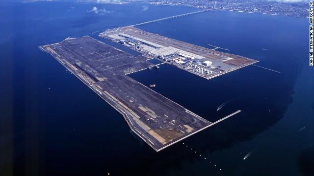 بالصور.. أغرب مطارات العالم 82