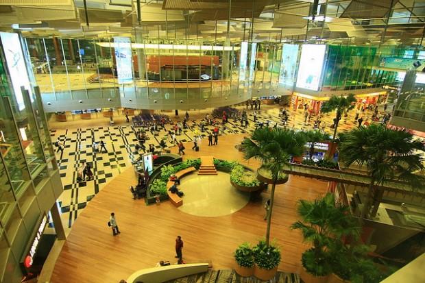 أفضل عشر مطارات في العالم Changi-airport1