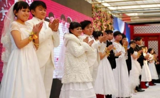 بالصور : عرس الأقزام الجماعي في الصين 1355075791_4.jpg