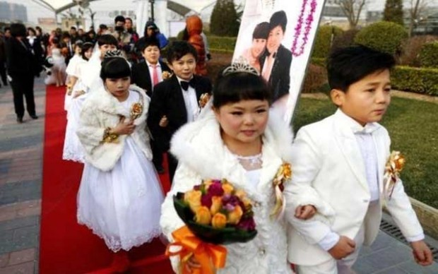 بالصور : عرس الأقزام الجماعي في الصين 1665102529.jpg